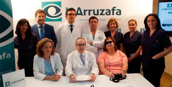 Implantan ojo biónico Argus II a pacientes con DMAE