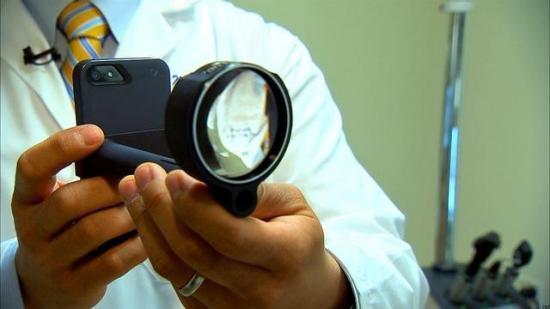 El iPhone como zoom para el cuidado de los ojos