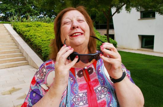 El Hospital La Arruzafa implanta el ojo biónico y devuelve parte de la visión a una mujer ciega