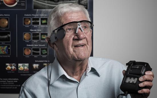 Un ojo biónico devuelve la visión a un hombre con DMAE