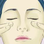 Poner los ojos en forma practicando yoga