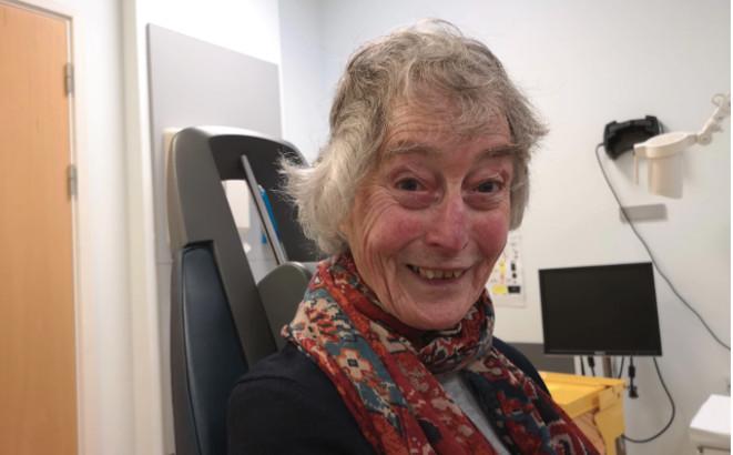 Janet Osborne, primera persona en recibir terapia génica para DMAE