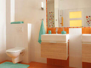 Baño con colores contrastados
