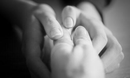 Falta de accesibilidad y necesidad de adaptación para las personas sordociegas