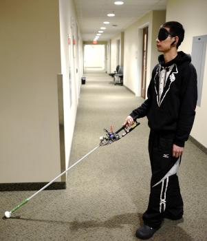Un bastón robótico con cámara 3D puede guiar al usuario con precisión hasta el lugar elegido